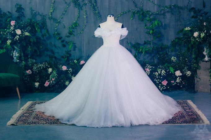 Từ thuở bé, Á hậu Thanh Tú đãmơ ước lớn lên sẽ được diệnchiếc váy của nàng Lọ Lem -Cinderella trong ngày trọng đại của mình.
