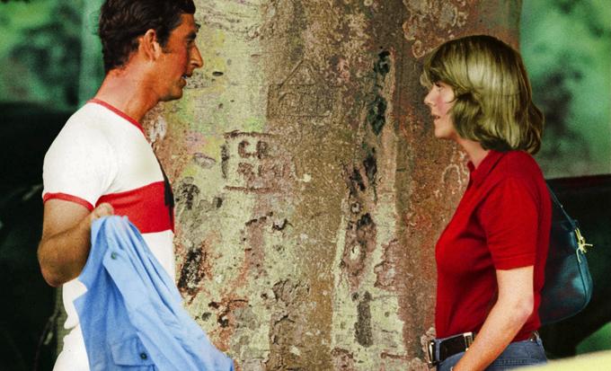 Charles gặp Camilla lần đầu tiên trong một trận đấu polo năm 1971. Ảnh: UK Press.