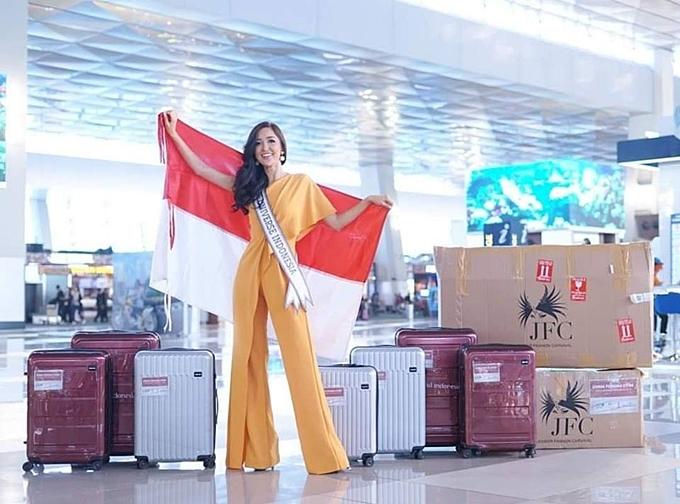 HHen Niê diện đầm ôm khoe dáng tại sân bay Bangkok - 8