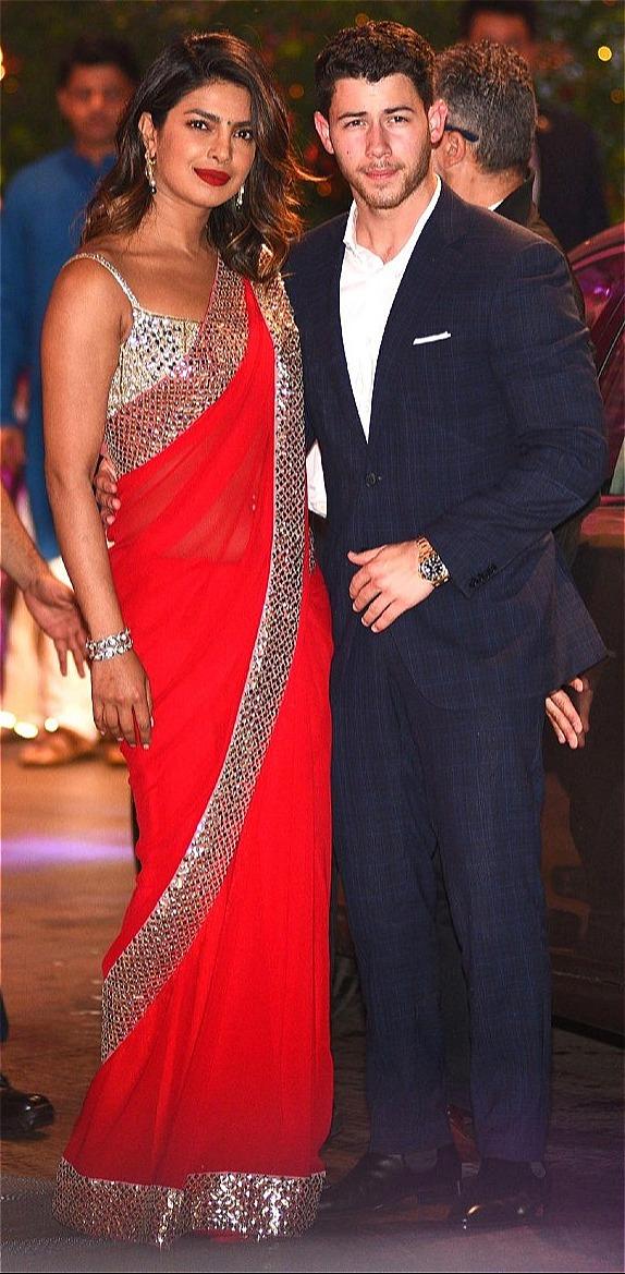 Nick Jonas đính hôn với Priyanka Chopra nhân sinh nhật 36 tuổi của Chopra. Ảnh: Sun.