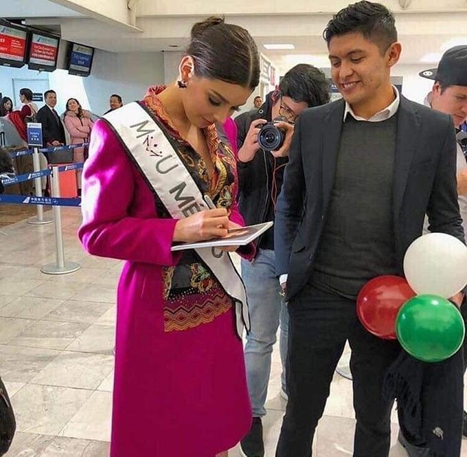 HHen Niê diện đầm ôm khoe dáng tại sân bay Bangkok - 6