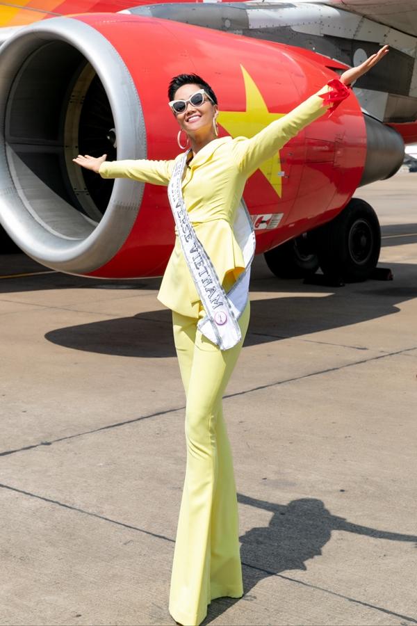 Hhen Niê lên đường thi Miss Universe 2018 vào sáng 29/11.