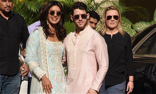 Nick Jonas và Hoa hậu Thế giới tới cung điện tổ chức lễ cưới