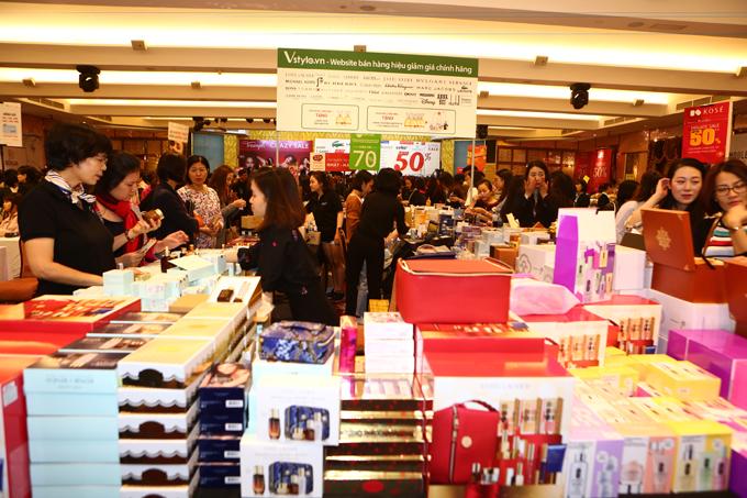 Một góc gian hàng mỹ phẩm tại sự kiện Vstyles Private Sale.