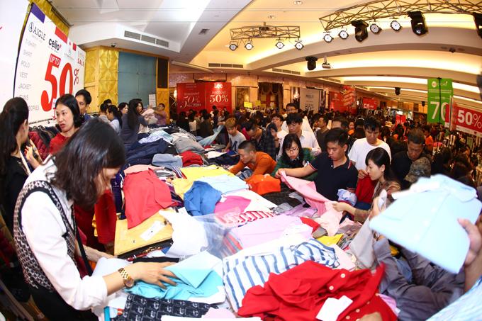 Hàng ngàn mẫu thời trang mùa mới sale chạm đáy tại sự kiện Vstyles Private Sale