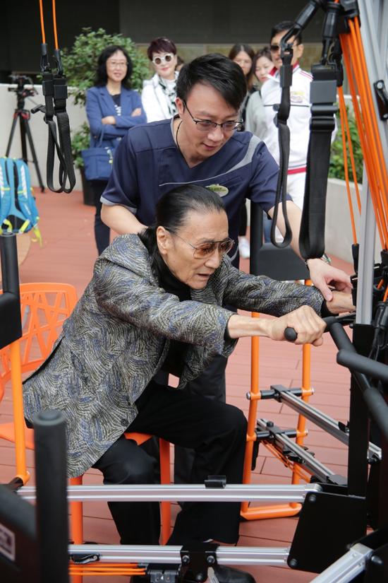 Ở tuổi 82, ông Tạ Hiền vẫn rất khỏe mạnh, nhanh nhẹn khi tham gia các hoạt động vận động tại sự kiện. Ông cho biết đã đến viện dưỡng lão này chơi vài lần và thấy khá phù hợp. Trong tương lai, ông lên kế hoạch sẽ chuyển đến viện dưỡng lão sống.
