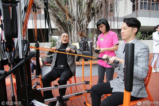 Ông Tạ Hiền tâm trạng rất vui vẻ khi dự sự kiện.