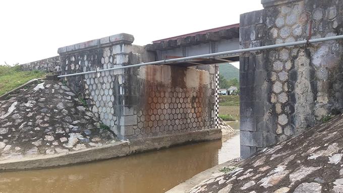 Cống nước nơi tìm thấy thi thể anh Trung.