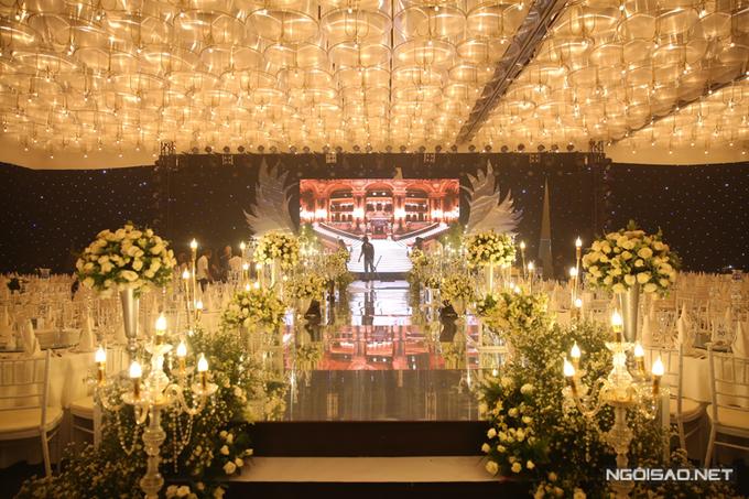 Không gian tiệc cưới của Ưng Hoàng Phúc và Kim Cương