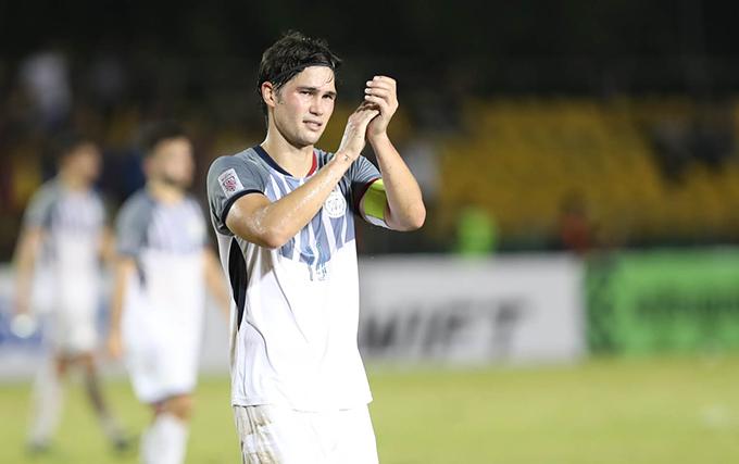 Đội trưởng Phil Younghusband của Philippines sau thất bại 1-2 trước Việt Nam. Ảnh: Đức Đồng.