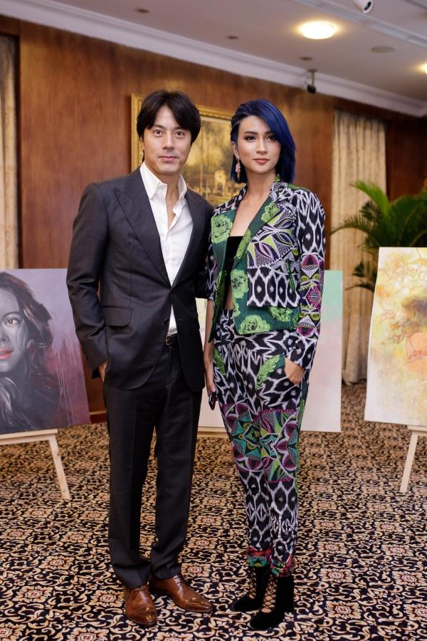 Han Jae Suk sánh vai Kim Tuyến tại buổi họp báo ra mắt dự án phim.