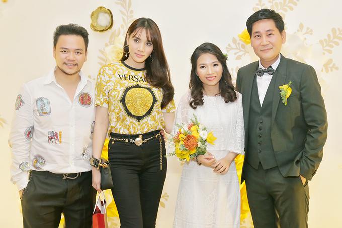 Trang Nhung và ông xã Hoàng Duy đến chúc mừng đồng nghiệp yên bề gia thất.