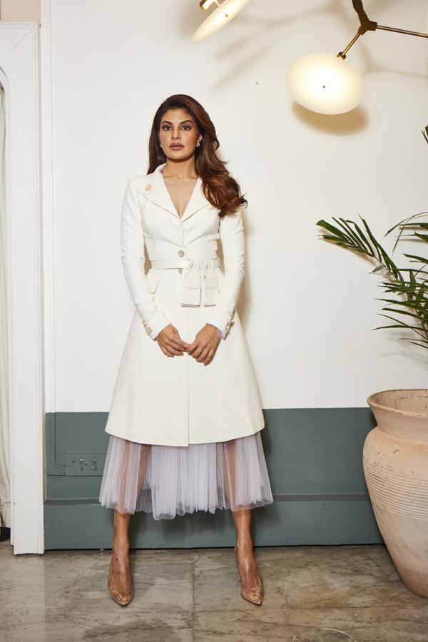 Sau hàng loạt tên tuổinhưRihanna, Katty Perry,Naomi Campbel,trang phục của Nguyễn Công Trí tiếp tục được nữ minh tinh nổi tiếng của Ấn độ lại chọn lựa để sử dụng.