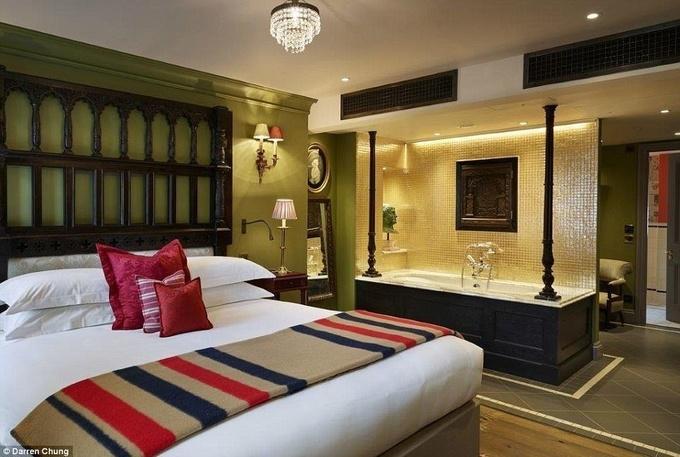 13 phòng tắm khách sạn xa hoa không nỡ dùng