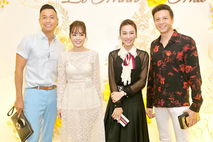 Từ trái qua: diễn viên Quang Hòa hội ngộ Dương Cẩm Lynh, Ngân Khánh và Hoàng Anh trong đám cưới Lê Minh.