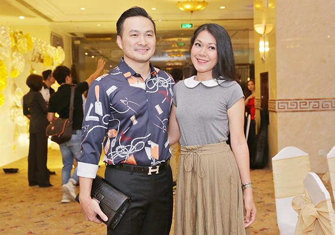 Chi Bảo vui vẻ chụp ảnh với Đinh Y Nhung.