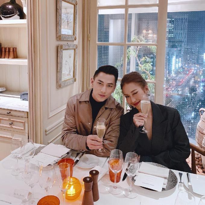 Khả Ngân ăn tối lãng mạn cùng Isaac tại một nhà hàng ở Tokyo, Nhật Bản.
