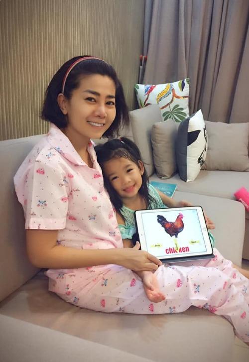 Mai Phương và cô con gái Lavie.