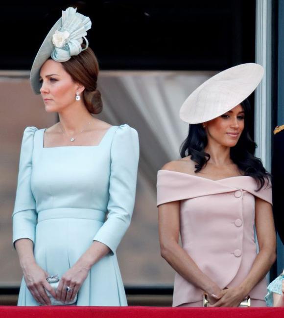 Nữ công tước xứ Sussex và Nữ công tước xứ Cambridge dự sinh nhật Nữ hoàng Anh 92 tuổi hôm 6/9 ở Điện Buckingham. Ảnh: UK Press.