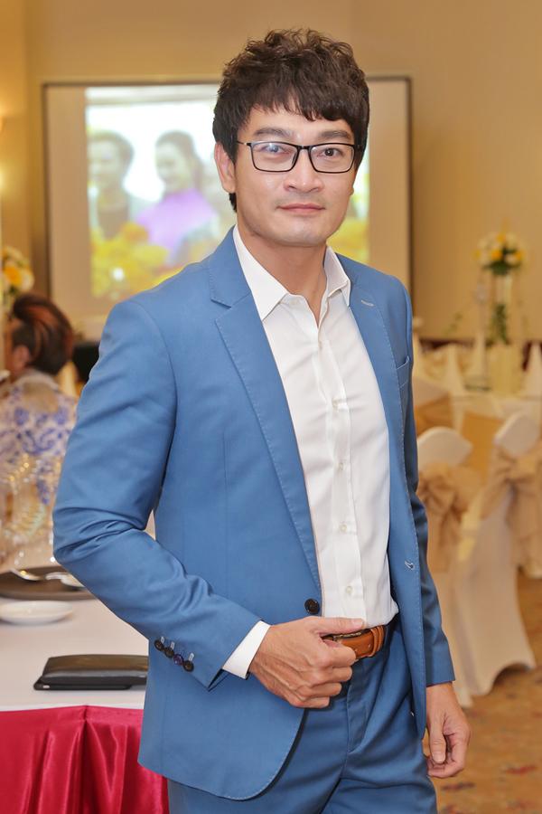 Trương Minh Quốc Thái đến giúp Lê Minh làm MC trong hôn lễ.