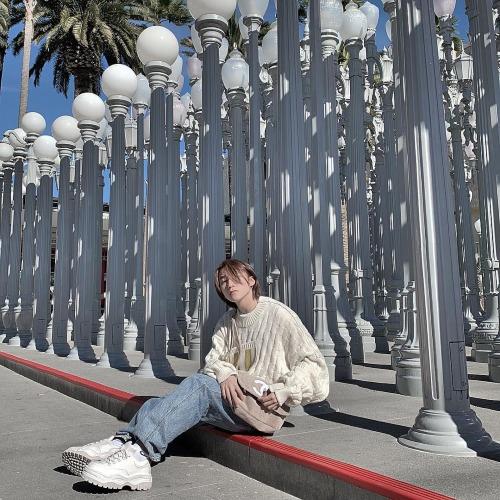Sơn Tùng M-TP pose hình trên đường phố Mỹ.