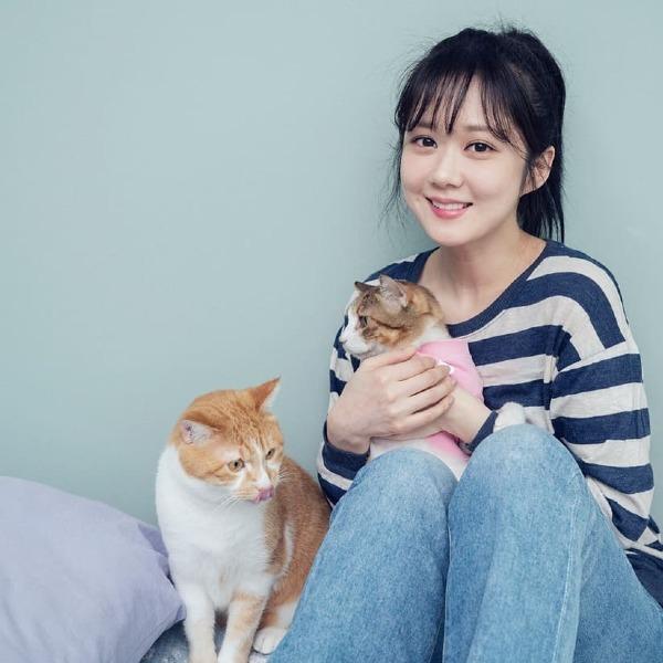 Jang Na Ra sinh năm 1981.