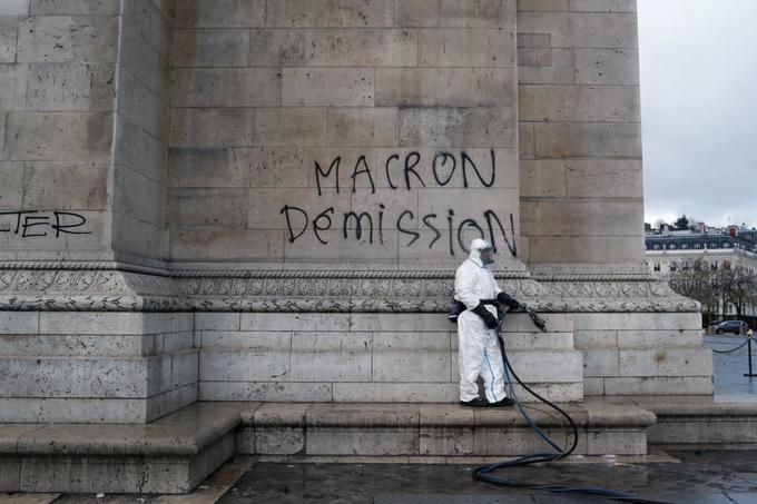 Khải Hoàn Môn ở Paris chìm trong khói lửa