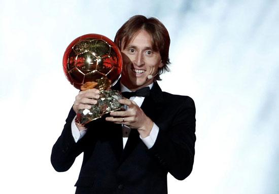 Sau một năm thành công rực rỡ trong màu áo Real và tuyển Croatia, Modric