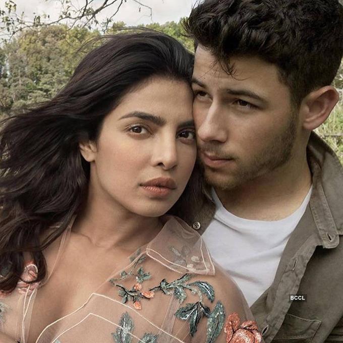Trên tạp chí Vogue, cặp đôi đã tiết lộ câu chuyện tình ly kỳ của họ. Được một người bạn giới thiệu, Nick đã nhắn tin trên Twitter làm quen với Priyanka. Những tin nhắn kiểu bạn bè với một chút tán tỉnh, người đẹp kể. Vài tháng sau đó, họ gặp nhau tại bữa tiệc sau lễ trao giải Oscar. Choáng váng khi nhìn thấy nhan sắc của Priyanka, anh đã quỳ gối trước cô và thốt lên: Em là thật! Em đã ở đâu trong suốt cuộc đời của anh?. Cặp đôi gặp lại nhau lần nữa tại Met Gala 2017 khi cùng diện thiết kế của Ralph Lauren. Dù đã có tình ý với nhau nhưng cả hai vẫn giữ mối quan hệ bạn bè thuần khiết, cho đến hè năm nay mới chính thức hẹn hò. Vào ngày sinh nhật của Priyanka (18/7), Nick đã quỳ gối cầu hôn cô với chiếc nhẫn kim cương Tiffany & Co. Em sẽ khiến anh trở thành người đàn ông hạnh phúc nhất thế giới và cưới anh chứ? Nick hỏi. Chờ đến 45 giây mà Priyanka vẫn chưa thốt lên lời, nam ca sĩ liền nói: Anh sẽ đeo chiếc nhẫn này vào ngón tay em nếu em không từ chối. Và sau đó, cặp đôi đã có cái kết là đám cưới đẹp như mơ ở cung điện lộng lẫy bậc nhất Ấn Độ vào đầu tuần này.
