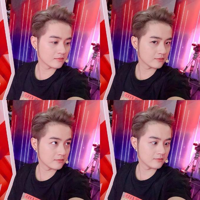 Ca sĩ Thanh Duy pose hình với nhiều biểu cảm.