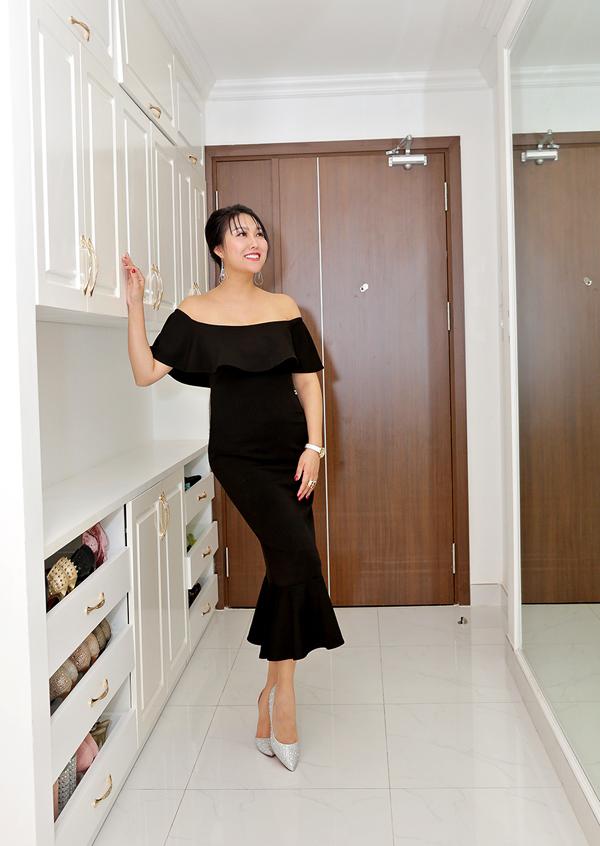 Sau ly hôn Phi Thanh Vân muốnđổi nhà để quên đi những kỷ niệm buồn một thời. Cô đăng ký mua hai căn hộ 100 m2 tại một chung cư ở huyện Nhà Bè TP HCM và sửa sang, cải tạo thành một không gian sống rộng 200 m2.
