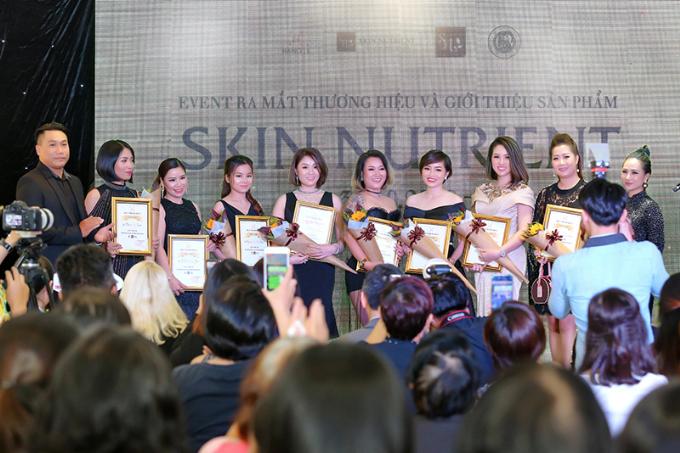 Đàm Vĩnh Hưng, Hương Giang hội ngộ tại sự kiện ra mắt mỹ phẩm Skin Nutrient - 3