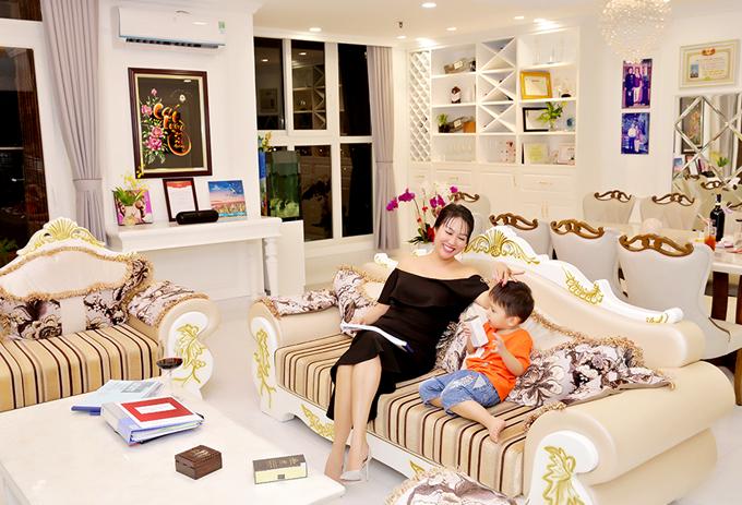 Người đẹp bỏ hàng tỷ đồng đầu tư sắm sửa nội thất sang trọng cho nhà mới.