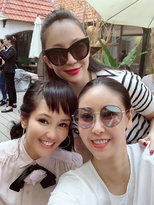 Diva Hồng Nhung đọ sắc cùng hoa hậu Hà Kiều Anh và chim công làng múa Linh Nga.