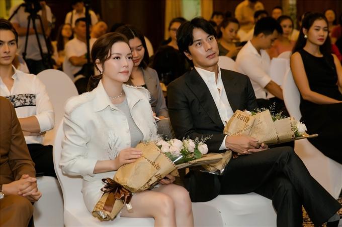 Lý Nhã Kỳ và Han Jae Suk trong buổi họp báo công bố dự án phim Thiên đường tại TP HCM, hôm 8/10.