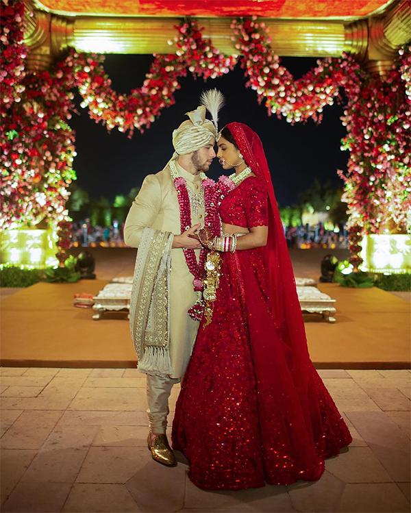 Không gian lộng lẫy trong đám cưới truyền thống Ấn Độ.
