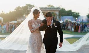 Váy cưới của Hoa hậu Thế giới thêu thông điệp bí mật