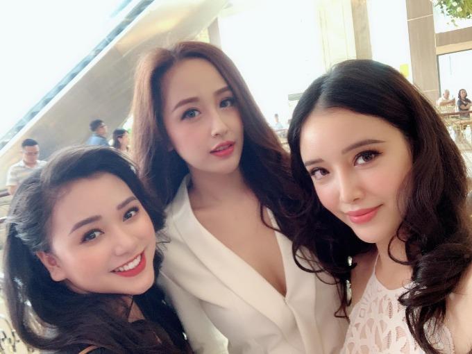Mai Phương Thúy selfie cùng em gái Ngọc Phượng và em họ Hồng Ngọc.Biệt đội đi ăn cưới được bạn bè, người hâm mộ khen tam cô nương họ Mai ai cũng đẹp sắc sảo.