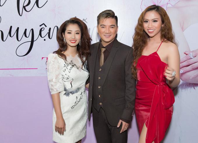 Giải nhất Duyên dáng Bolero 2018 Trương Diễm (ngoài cùng bên phải)mặc váy dây gợi cảm tới dự minishow của đồng nghiệp.