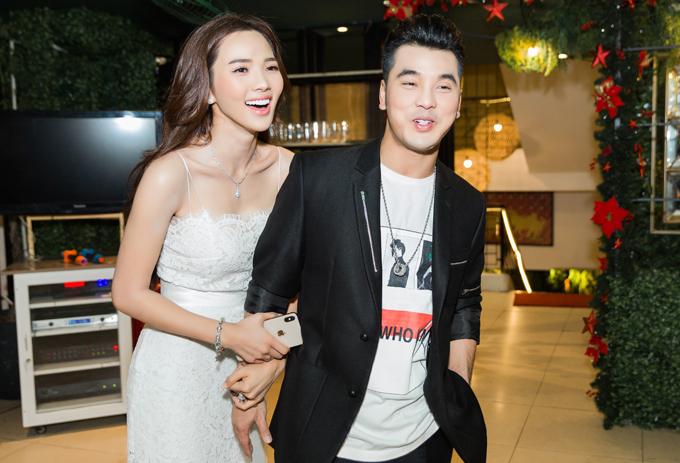 Ưng Hoàng Phúc và Kim Cương tổ chức buổi tiệc sau đám cưới để cảm ơn những người đã đồng hành, hỗ trợ trongngày vui của họ.