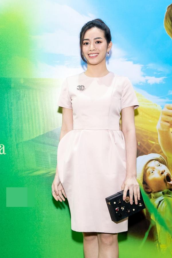 Diễn viên Mai Thanh Hà diện váy thanh lịch dự sự kiện. Người đẹp vừa có vai diễn mới trong Kẻ ngược dòng nhưng bộ phim hiện bị dừng chiếu đột ngột trên sóng VTV.