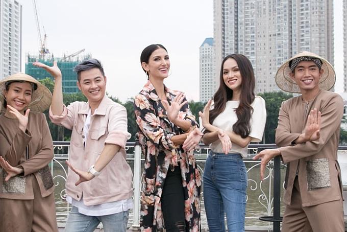 Hương Giang, Thanh Duy đưa giám khảo Asias Next Top khám phá Sài Gòn - 2