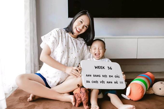 Ngọc Mai vui vẻ bên con trai Hùng Tâm khi ông xã vắng nhà.