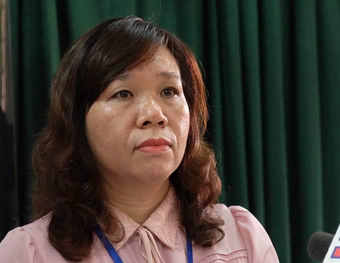 Bà Lê Anh Vân, hiệu trưởng trường Tiểu học Quang Trung, phủ nhận sự việc nhưng cho rằng hành động của cô chủ nhiệm lớp 2A5 sai trái và đã sai phạm thì phải xử lý.