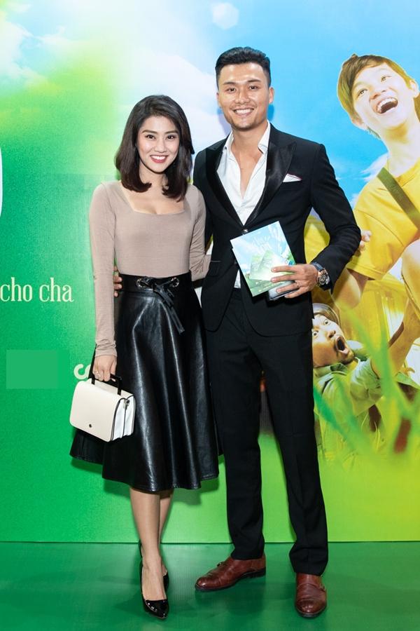 Diễn viên Xuân Phúc và vợ mới cưới sóng đôi hạnh phúc. Anh được chú ý nhiều hơn thời gian gần đây khi tham gia chương trình The Face, thuộc đội huấn luyện viên Minh Hằng.