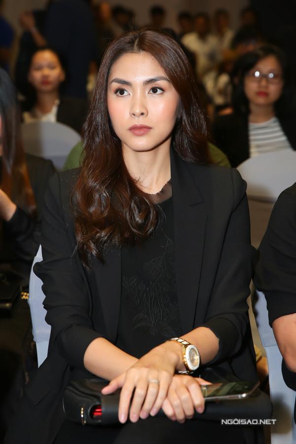 Kinh doanh thời trang đã 8 năm đây là lần đầu tiên Tăng Thanh Hà đưa thương hiệu mang tên mình lên sàn diễn thời trang.