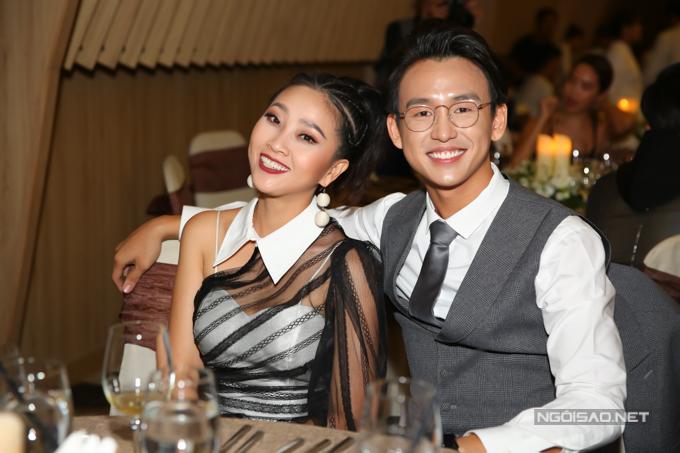 Hai MC Liêu Hà Trinh và Quang Bảo.
