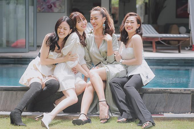 Thùy Anh thân thiết với các bạn diễn Ninh Dương Lan Ngọc, Thoại Tiên và Phương Lan.
