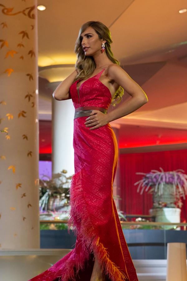 Đại diện của Tây Ban Nha, người đẹp chuyển giới Angela Ponce.