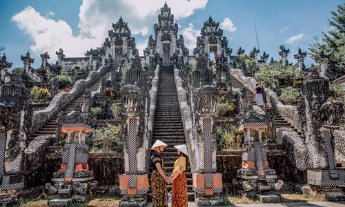 Ảnh cưới ở Bali của cặp nên duyên nhờ 'bà mối' facebook